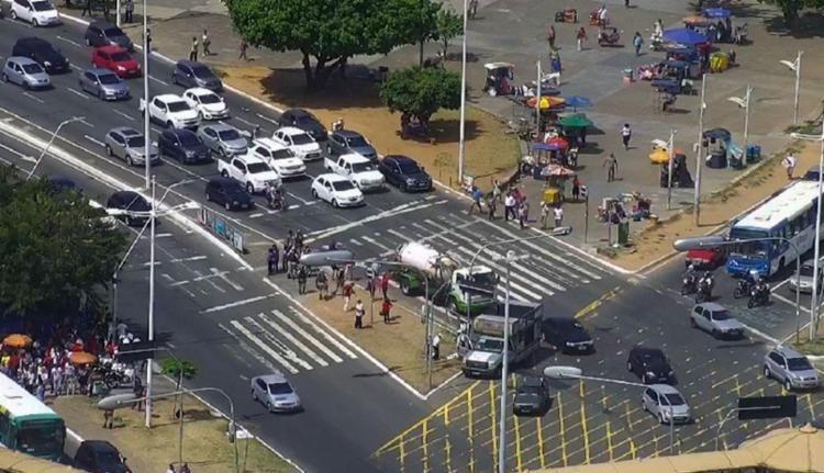 O tráfego voltou a fluir após o protesto na avenida ACM - Foto: Transalvador | Divulgação