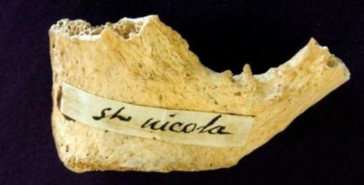 Relíquias de São Nicolau são mantidas na cripta de uma igreja em Bari, na Itália - Foto: Divulgação