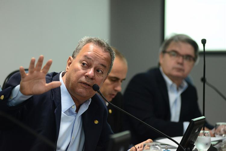 Presidente Ricardo Alban mostrou em gráficos como foi o desempenho negativo - Foto: Valter Pontes l Coperphoto l Sistema Fieb