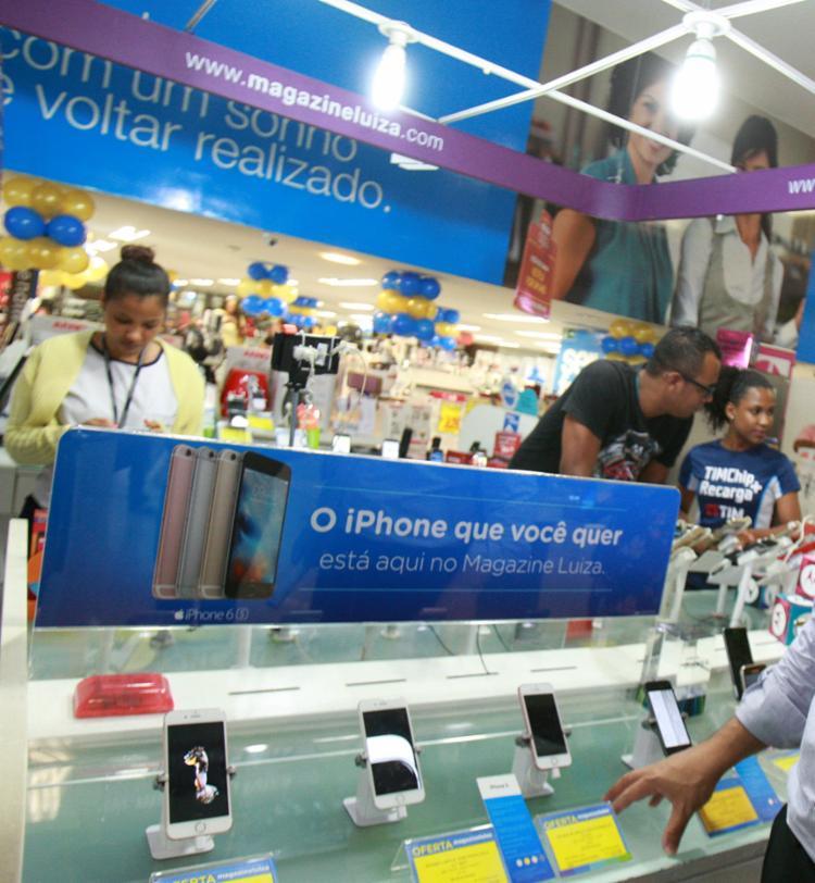 Funcionários foram contratadas para reforçar as equipes de vendas - Foto: Joá Souza   Ag. A TARDE