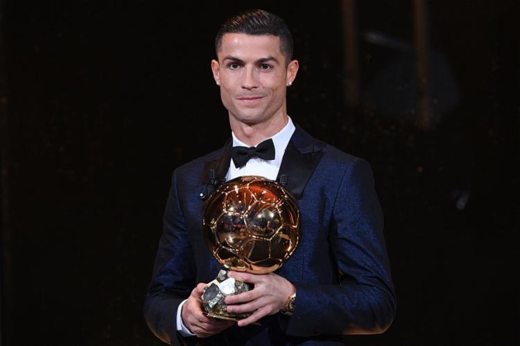 Com o feito, o português se igualou a Messi, que também soma cinco Bolas de Ouro - Foto: Franck Faugere | L'Equipe | AFP