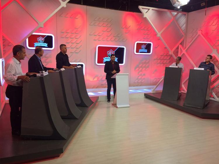 Ricardo David, Manoel Matos, Tiago Ruas, Gilson Presídio e Raimundo Viana participaram nesta quinta-feira, 7, do debate na TV Aratu - Foto: Divulgação l Aratu Online