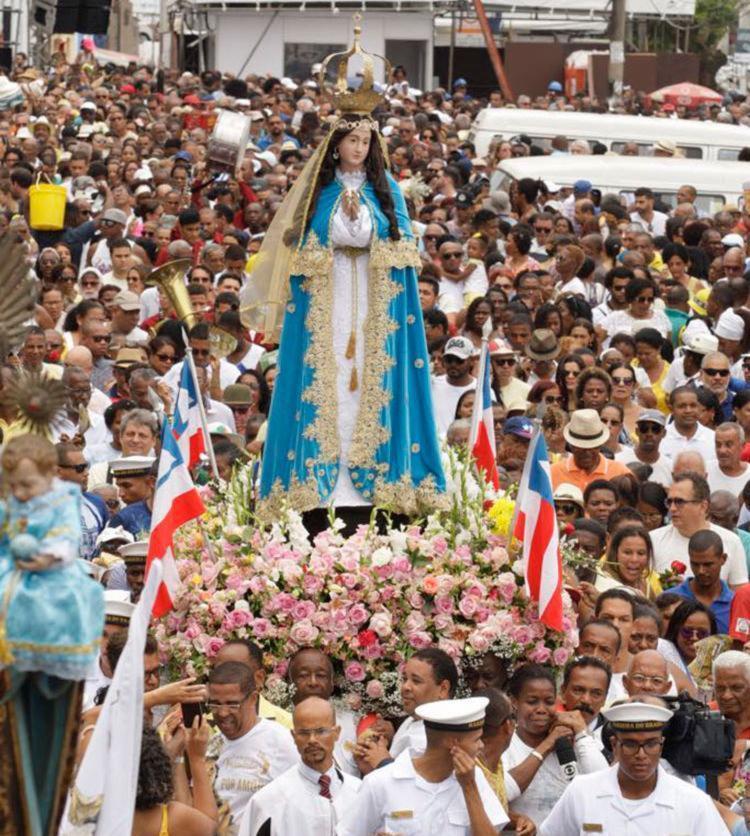 Imagem de Nossa Senhora da Conceição deixa Basílica para procissão - Foto: Luciano da Matta | Ag. A TARDE