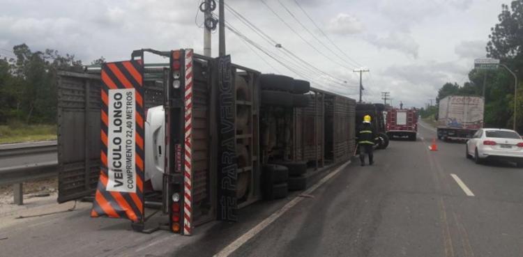 A pista foi parcialmente interditada para a retirada do veículo - Foto: Divulgação   Bahia Norte