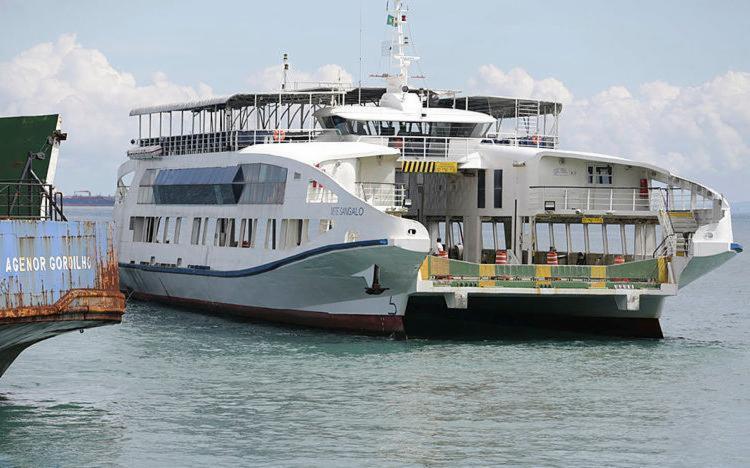 Passageiros terminaram viagem no ferry Ivete Sangalo - Foto: Joá Souza   Ag. A TARDE   22.04.2017