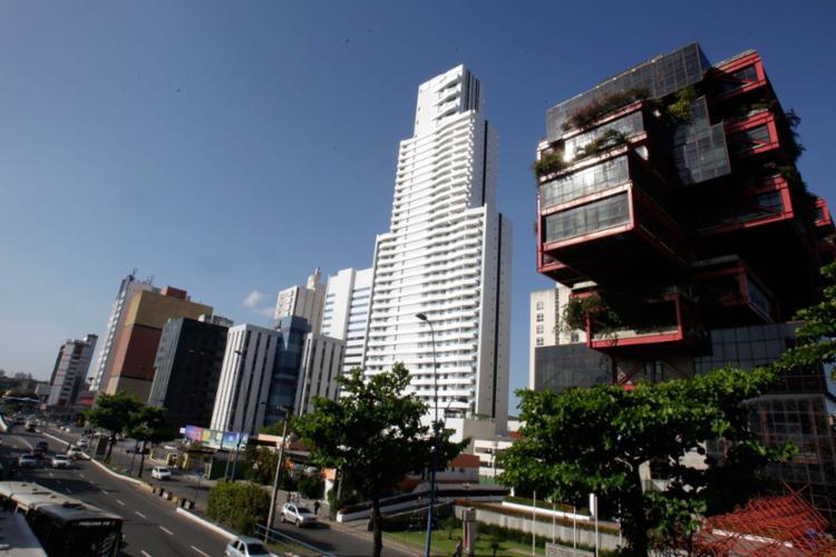 Avenida Tancredo Neves exibe novas construções - Foto: Mila Cordeiro   Ag. A TARDE