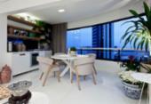 Varanda com decoração acolhedora é um espaço para socializar e relaxar | Foto: Xico Diniz | Divulgação