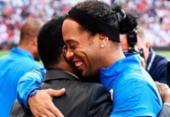 Pelé homenageia Ronaldinho: