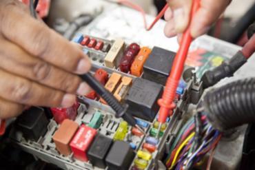 Há vaga para mecânico eletricista de automóveis - Foto: Reprodução