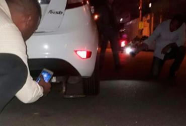 Cobra com mais de 2 metros é encontrada debaixo de carro na Pituba