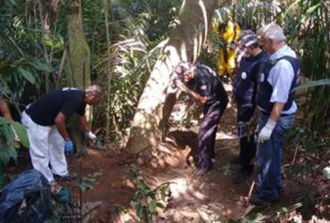 Corpo encontrado em cemitério clandestino de facção é identificado