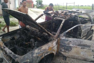 Carro pega fogo em garagem e destrói casa em Eunápolis | Divulgação | Corpo de Bombeiros