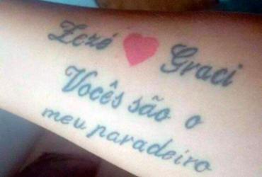 Fã faz tattoo em homenagem ao romance de Zezé e Graciele