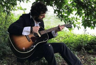 Guitarrista de Pitty, Martin Mendonça faz show solo com canja de Fábio Cascadura