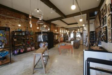 Loja reúne moda e objetos de arte