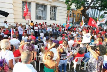'Júri popular' organizado por centrais sindicais absolve Lula