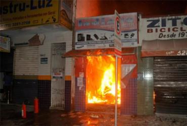 Incêndio destrói dois estabelecimentos comerciais em Eunápolis | Reprodução | Radar64