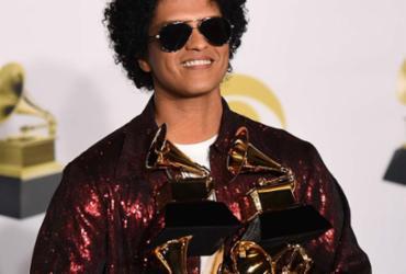 Bruno Mars surpreende e domina o Grammy com 6 prêmios   Timothy A. Clary   AFP