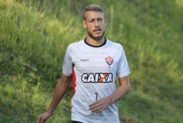 Uillian Correia renova contrato com Vitória