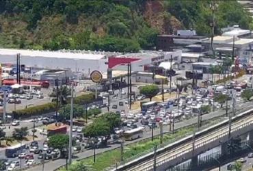 Protesto de motoristas de aplicativo congestiona avenida ACM