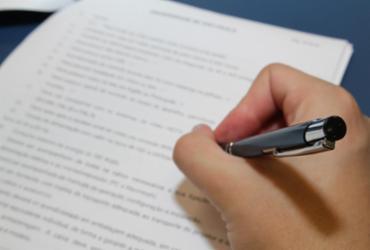 Uefs divulga edital de concurso com 72 vagas para técnico e analista | Marcos Santos | USP Imagens