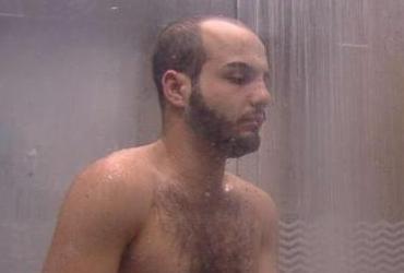 'Esqueci que estou no BBB', dispara Mahmoud após tomar banho nu | Divulgação | TV Globo