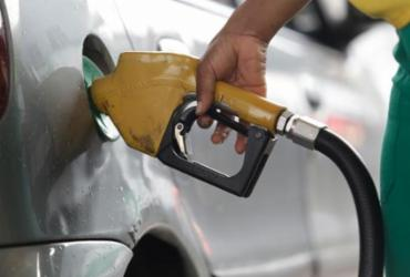 Preço de gasolina e etanol sobem na Bahia contrariando estabilidade nacional | Adilton Venegeroles | Ag. A TARDE | 20/05/2017