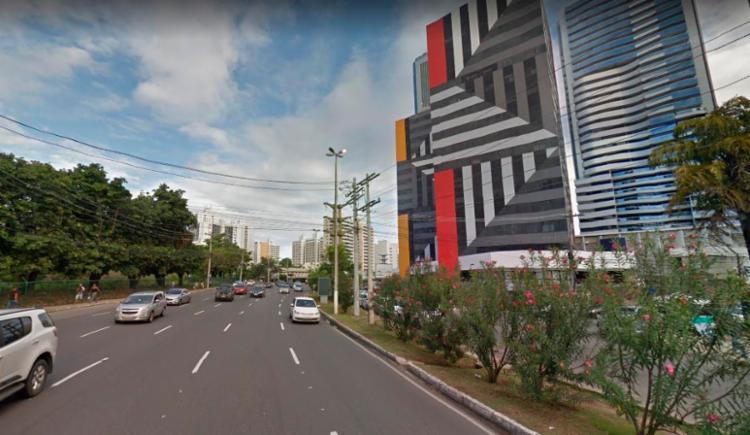 O engavetamento aconteceu próximo ao Hospital Sarah Kubitschek - Foto: Reprodução | Google Street View
