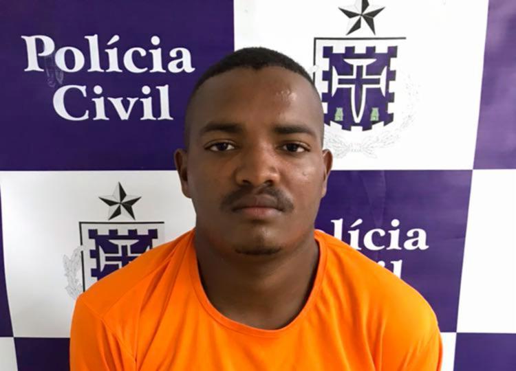 Felipe foi detido com 50 pedras de crack e meio quilo de maconha - Foto: Divulgação   PC-BA