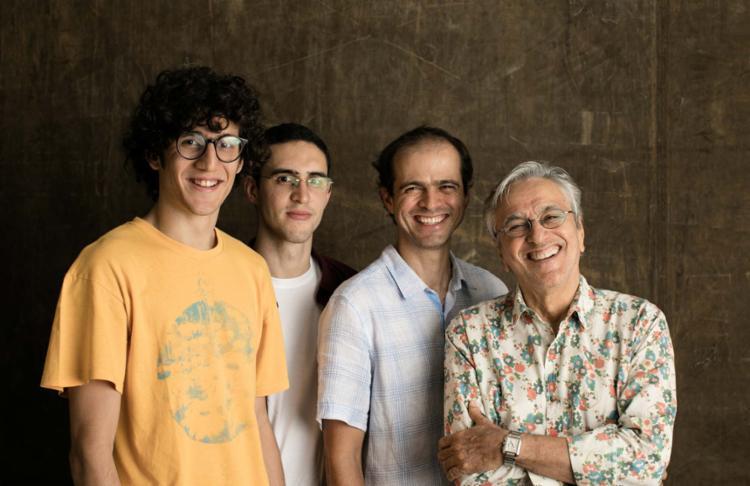 Zeca, Tom, Moreno e o pai, o