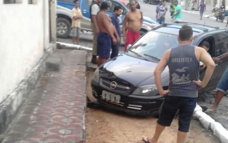 O condutor do veículo, que não teve o nome revelado, ficou no local aguardando a polícia chegar - Foto: Reprodução | A Voz da Bahia