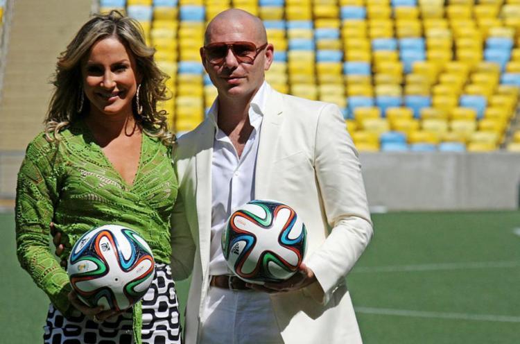 Claudia Leitte e Pitbull repetem parceria da Copa em show de abertura do Carnaval - Foto: Portal da Copa | FIFA | Divulgação