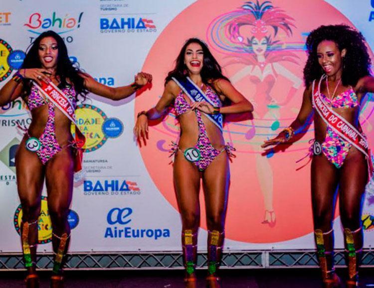 Milena Fonseca, no centro da foto, foi eleita a rainha do Carnaval de Salvador 2017 - Foto: Divulgação