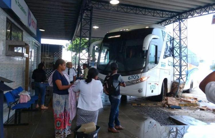 Terminal corre risco de desabamento após acidente com ônibus - Foto: Reprodução | Radar64