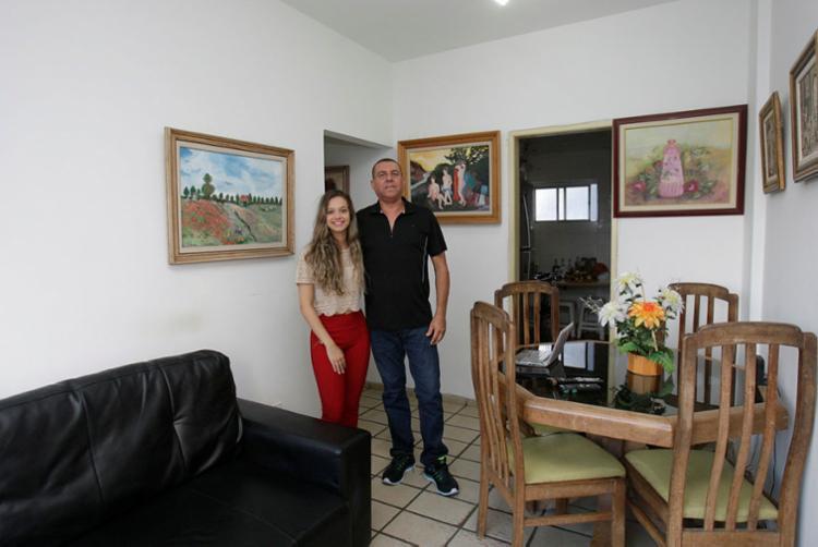 José Raimundo e a filha Carolina querem alugar imóvel na Vitória - Foto: Mila Cordeiro | Ag. A TARDE