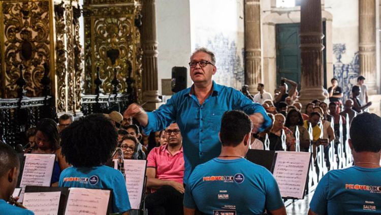 Maestro Fred Dantas e a Orquestra São Salvador recebem Juliana Ribeiro na primeira edição do projeto - Foto: Anderson Moreira | Divulgação