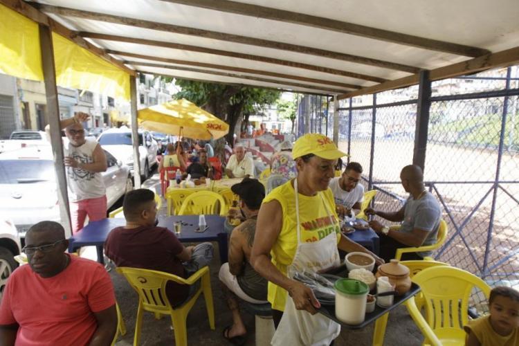 Servida aos fins de semana, a iguaria é a mais concorrida da casa há 16 anos - Foto: Raul Spinassé / Ag. A TARDE