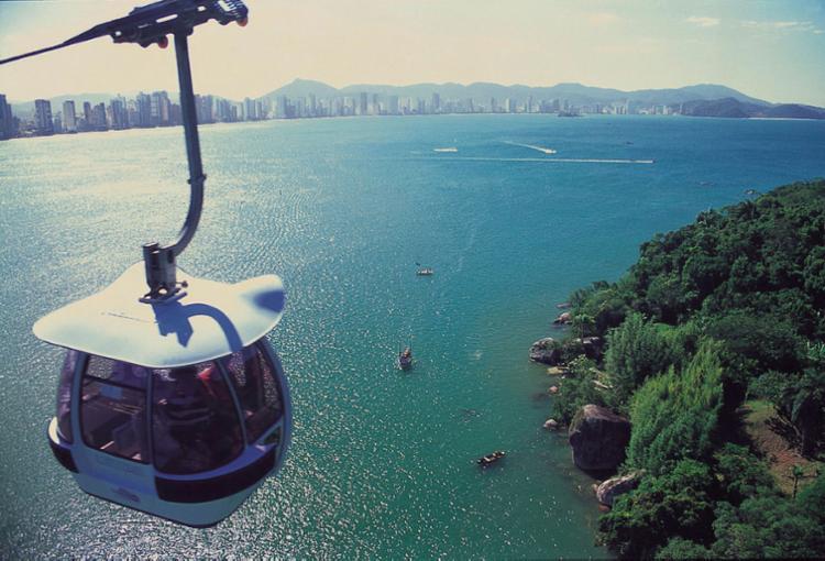 Bondinho Unipraias: além da bela vista, boas opções de lazer, compras e ecoturismo - Foto: Divulgação