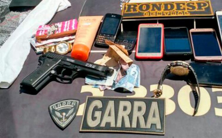 Sete celulares, dois relógios e R$ 200 foram recuperados e devolvidos aos donos - Foto: Divulgação   SSP-BA