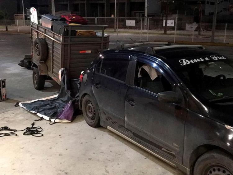 Pertences estavam em trailler acoplado ao VW gol preto - Foto: Uns Produções l Divulgação