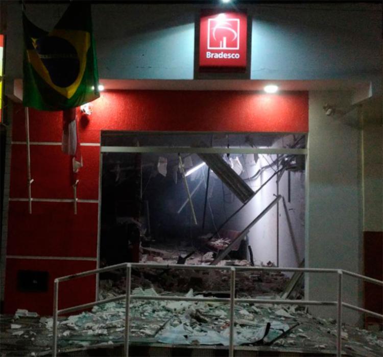 A unidade bancária ficou destruída por conta dos explosivos - Foto: Reprodução | Itaberaba Notícias