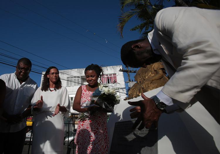 Celebração ocorreu no busto de Mãe Runhó no bairro do Engenho Velho da Federação - Foto: Raul Spinassé l Ag. A TARDE
