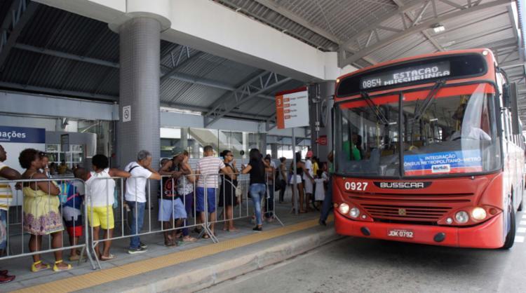 Passageiros têm sido obrigados a pagar mais uma tarifa inteira - Foto: Luciano da Matta | Ag. A TARDE | 1.10.2017