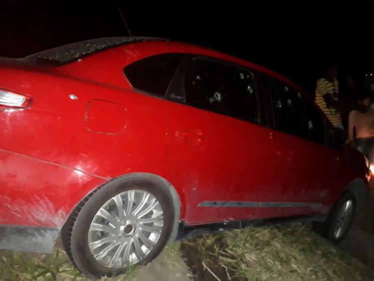 As vítimas foram mortas dentro de um carro na BR-101, em Mucuri - Foto: Reprodução | Teixeira News