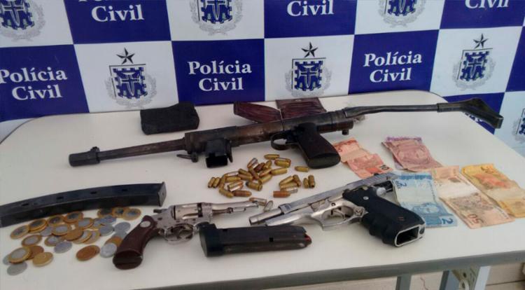 Jovens estavam com submetralhadora, revólver e pistola - Foto: Divulgação | SSP