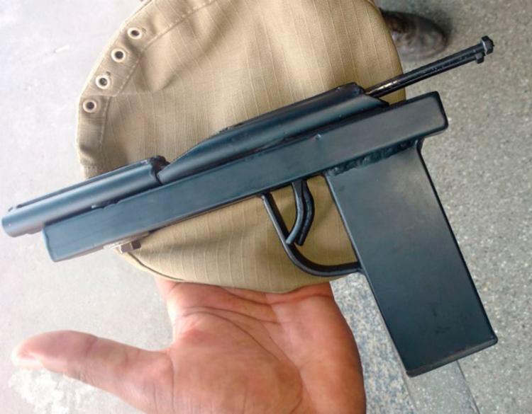 Arma artesanal utilizada pelo suspeito para ameaçar a vítima - Foto: Divulgação | SSP