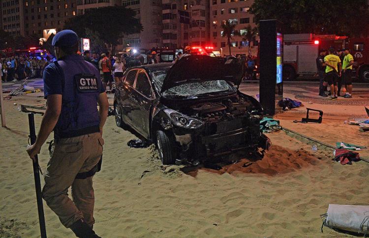 Motorista perde controle e atropela diversas pessoas em Copacabana