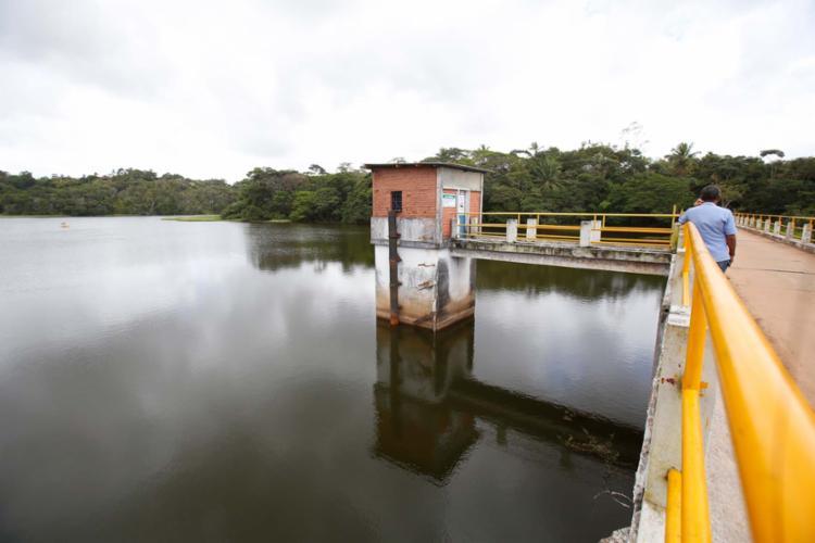 Barragem Joanes I, abastecida pelo rio em Lauro de Freitas - Foto: Adilton Venegeroles | Ag. A TARDE | 24.10.2017