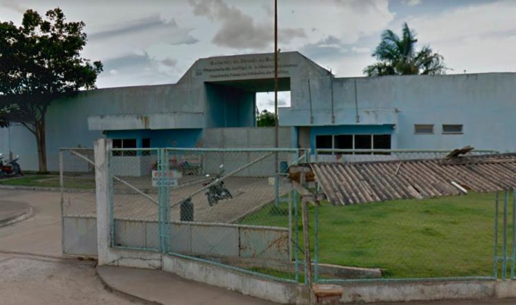 Eles conseguiram fugir fazendo um buraco no muro do conjunto penal - Foto: Reprodução | Google Street View