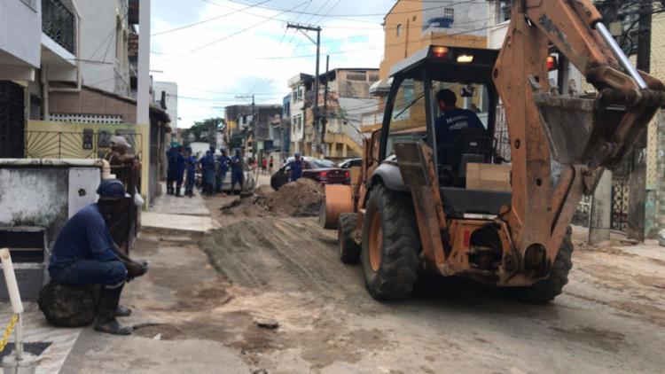 Fornecimento de água foi suspenso para manutenção no local - Foto: Margarida Neide   Ag. A TARDE